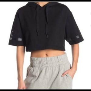 Alo Yoga cropped hoodie in size M, black